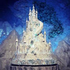 Ice castle wedding cake for #ekocynthia   #lenovelle #lenovellecake #lenovellebali #icecastle #frozen #weddingcake #handcrafted #sugarart #jakartawedding #internationalwedding #asianwedding