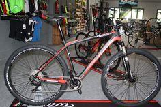 Bicicleta en liquidación. Talla L. Cuadro carbono 46Ton Cableado interno Shimano XT M8000 2x11 Periféricos Ritchey RockShox Reba