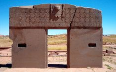 Tiwanaku (Tiahuanacu) is an ancient civic and sacred site consisting of former pyramids and enclosures, gateways and monuments located in western Bolivia near the southeast shore of Lake Titikaka. Bolivia, Monumental Architecture, Lake Titicaca, History Page, Mystery Of History, Stonehenge, Olay, Ancient Civilizations, World Heritage Sites