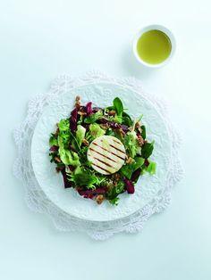 Υλικά (για 4 άτομα) 150 γρ. βολβούς παντζαριού 200 γρ. baby σπανάκι 200 γρ. ανάμεικτη σαλάτα (μαρούλι, ρόκα κ.λπ.) 75 γρ. καρυδόψιχα, χονδροσπασμένη 2 Panna Cotta, Ethnic Recipes, Food, Dulce De Leche, Meals, Yemek, Eten
