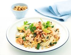 Pad Thai cu creveți O mâncare asiatică pe gustul tău Zi de nastere, Reţete cu coriandru, Rețete sub 20 de minute, Anul Nou, Reţete cu tăiţei, Reţete cu tamarind, Rețete afrodiziace, Fara lactoza, petrecere, Rețete cu sos de peşte, Reţete cu creveţi, Pentru familie, Reţete cu arahide, Reţete cu lime, Rețete asiatice, Ziua femeii, Reţete cu fructe de mare, Thailandeza