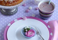 Tischdeko - Blüten in Förmchen. Reizend!  Von living at home