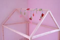 Ein Spielhaus aus ein paar Latten und einem Stück Stoff… | HyggeLiG