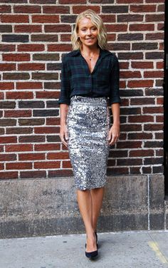 Kelly Ripa leaves the 'Late Show with David Letterman' at Ed Sullivan Theater on April 2015 in New York City. Work Fashion, Fashion Outfits, Sequin Outfit, Sparkle Skirt, Evening Outfits, Business Dresses, Skirt Outfits, Modest Outfits, Holiday Outfits