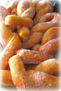 Ricotta curd with Diarancia flavor: Fritti di Carnevale in extremis! Italian Pastries, Italian Desserts, Italian Recipes, Ricotta, Beignets, Cookie Recipes, Dessert Recipes, Cookie Cake Pie, Decoration Patisserie