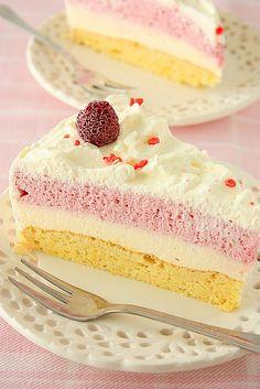 One of the loveliest, zingiest flavour summertime flavour pairings: Raspberry Lemon Cake. #cake #pink #raspberry #fruit #dessert #lemon #baking