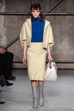 See the complete Marni Fall 2017 Ready-to-Wear collection.