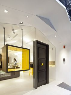 Les Bebes Cupcakery by J.C. Architecture