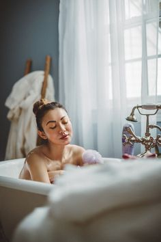 My dry cracked skin has already become more prominent these last few weeks. I just started testing the Olay Moisture Ribbons Plus body wash. Travel Pose, Yoga Hair, Photoshoot Themes, Relax, Beauty Shots, Beauty Editorial, Editorial Fashion, Winter, Blog