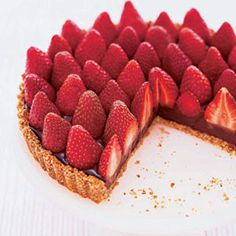 This #chocolate strawberry tart will have the amazing #mom in your life googly eyed!