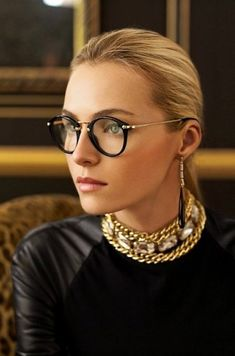 Model Valentina Zelyaeva in round black & gold Ralph Lauren eyeglasses and chunky choker necklace Ralph Lauren Style, Ralph Lauren Collection, Valentina Zelyaeva, Vintage Accessoires, Wearing Glasses, Girls With Glasses, Geek Chic, Look Fashion, Eyeglasses