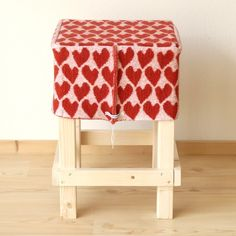 modern knits for interior.handmade stool & knitted lining by hogenbirkknitwear Valentine Love, Stool Covers, Knitted Heart, Ottoman Cover, Crochet Quilt, Handmade Design, Knitting Designs, Home Furniture, Upholstery