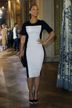 love an outfit that makes a #facade. Alicia Keys at designer Stella McCartney's show in Paris.