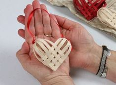 Just in Time for Valentines, this heart is perfect to give to a friend or hang in your home for Valentine's. Free Online Pattern has a complete materials list and a short video showing you step-by-step how to make your own Woven Heart. Christmas Projects, Christmas Holidays, Christmas Decorations, Basket Weaving Patterns, Make Your Own, Make It Yourself, Christmas Baskets, Heart Ornament, Hanging Baskets