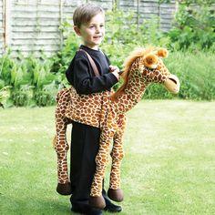 Sjovt dyrekostume som giraf fra Travis design. Klik ind på Lirumlarumleg.dk og se det store udvalg af udklædningstøj. Se mere her hvor du finder alt til fastelavn og teater.