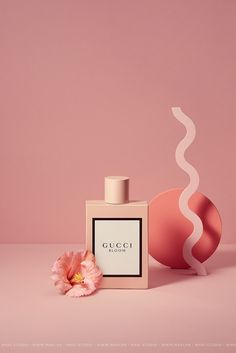 Still life and product photograph of Gucci Bloom Perfume, produced by Maki Production, based in Ho Chi Minh City, Vietnam Beauty Photography, Background For Photography, Still Life Photography, Creative Photography, Product Photography, Cosmetic Photography, Photography Backgrounds, Photography Ideas, Inspiring Photography