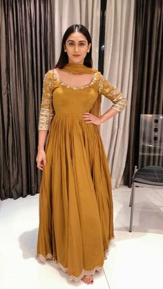 Party Wear Indian Dresses, Designer Party Wear Dresses, Indian Gowns Dresses, Kurti Designs Party Wear, Indian Fashion Dresses, Dress Indian Style, Indian Designer Outfits, Casual Indian Fashion, Punjabi Fashion