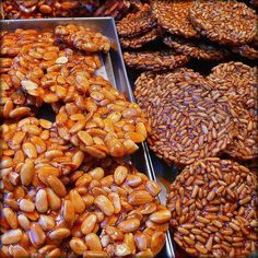 Guirlache--a dark almond brittle--is an old-fashioned Spanish candy traditionally enjoyed around Christmas and Día de Reyes, King's Day. Desserts From Spain, Almond Brittle, Candied Orange Peel, Pastry Shop, Edible Gifts, Chocolate Desserts, No Bake Desserts, Tapas, Sweet Tooth