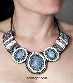 Los grandes collares llenos de brillos y piedras preciosas son ideales para las noches. !! Conseguiras deslumbrar ¡¡