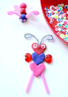 -Valentine Love Bugs- Knutselen met play-do of zelfhardende klei.