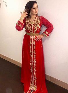 Pour nos fans & clientes en France , Belgique, Algérie, Tunisie et bien sûr au Maroc et beaucoup d'autres pays du monde entier, nous vous ... Style Oriental, Oriental Fashion, I Dress, Dress Outfits, Afghan Dresses, Elegant Girl, Moroccan Caftan, Frack, Fashion Studio
