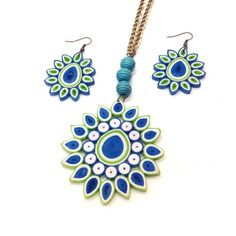 12 Awesome Paper Quilling Jewelry Designs To Start Today – Quilling Techniques Quilling Images, Quilling Patterns, Quilling Designs, Paper Quilling Earrings, Paper Quilling Flowers, Quilling Tutorial, Paper Jewelry, Polymer Clay Jewelry, Wooden Jewelry