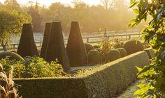 clive-nichols-topiaries-hedges-boxwood-64808.jpg 3,600×2,151 pixels