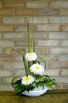 Simple arrangement in low bowl