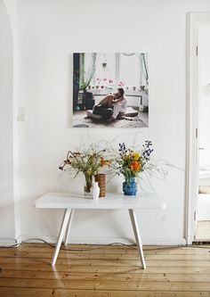 """I've been loving this picture for quite a long time and already pinned it some time ago - it's so airy and kind of """"non-styled"""". Would also love it without the photography on the wall 