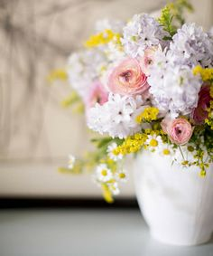 Solidaster and chamomile flowers sparkle among these hefty hyacinths, while midsize ranunculus provide balance   Simple Spring Centerpieces