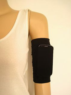 Head to Greenie Dresses for Less to get all the info on this running arm band.