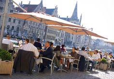 ¿Qué tal un almuerzo al aire fresco con una bella vista de la ciudad? Ghent Marriott Hotel en Bélgica #Belgium