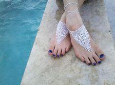 Accessori piedi spiaggia per matrimonio con uncinetto. Crochet barefoot sandals. #wedding