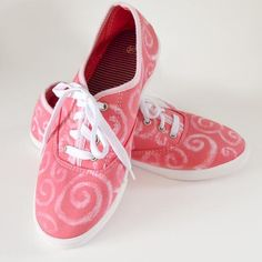 DIY Shoes DIY Refashion DIY Dye Resist Swirl Shoe Makeover