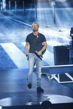 """Dierks Bentley performs """"Drunk On A Plane"""" at """"The 48th Annual CMA Awards,"""" live Wednesday, Nov. 5 at the Bridgestone Arena in Nashville and broadcast on the ABC Television Network. on CMA Awards  http://www.cmaworld.com/cma-awards/social-gallery/dierks-bentley-performs-drunk-on-a-plane-at-the-48th-annual-cma-awards-live-wednesday-nov-5-at-the-bridgestone-arena-in-nashville-and-broadcast-on-the-abc-television-network"""
