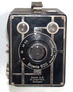 Vintage Camera old Brownie camera Kodak Camera, Movie Camera, Camera Gear, Antique Cameras, Vintage Cameras, Photography Camera, Photography Tips, Pregnancy Photography, Street Photography