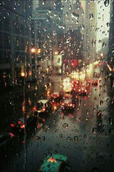 Chuva na janela. Inspiração para um café ao som de um jazz!