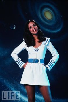 Erin Gray as Col. Wilma Deering: Beauty and Brains  Television's shortlived early 1979-1981 series Buck Rogers in the 25th Century provided future sci-fi geeks a worthy crush in actress Erin Gray, aka Col. Wilma Deering. In the series, she plays a by-the-books officer partnered with the playful, break-the-rules 20th-century man Buck Rogers.
