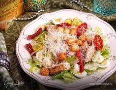 Салат «Памяти Цезаря». Ингредиенты: майонез «Слобода» С лимонным соком , куриное филе, салат айсберг