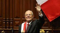 El presidente Pedro Pablo Kuczynski realizó un baile en el momento que se dirigía caminando del Congreso de la República a Palacio de Gobierno.    El líder de Peruanos por el Kambio, fiel a su estilo, bailó para todos sus seguidores luego de que a...