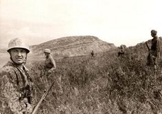 German paras (Fallschirmjager) on patrol somewhere in Italy, date unknown.the soldier in the foreground has a rather unique pattern of camouflage (I admit I'm not familiar with). Luftwaffe, Paratrooper, Narvik, Ww2 History, German Uniforms, The Third Reich, Military Photos, World War Two, Troops