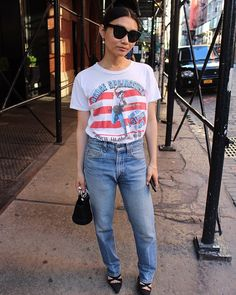 The street style in New York is always boss.  More looks from our style spotting team added to our app daily (link in bio). : @isottasala #streetstyle #fashion #nycstyle #nyc #nyfwm #ootd #glamhive #igstyle #levis501