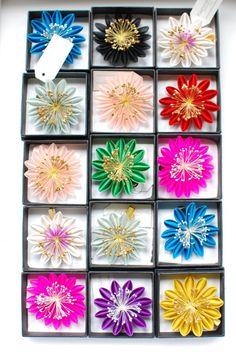 Karuna Balloo - Hairclip - Fabric Flowers  http://www.karunaballoo.fr/