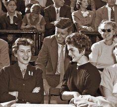 Eunice Kennedy Shriver, John Kennedy and Jacqueline Bouvier Kennedy Jackie Kennedy Style, Caroline Kennedy, Jacqueline Kennedy Onassis, Les Kennedy, Robert Kennedy, Eunice Kennedy Shriver, Jack Johns, Familia Kennedy, John Fitzgerald