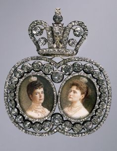 """Dame à Portrait"" depicting Dowager Tsarina Marie Feodorovna (left) & Tsarina Alexandra Feodorovna (right) (Karl Blank, Saint Petersburg, 1912. Hillwood Museum, Washington)"