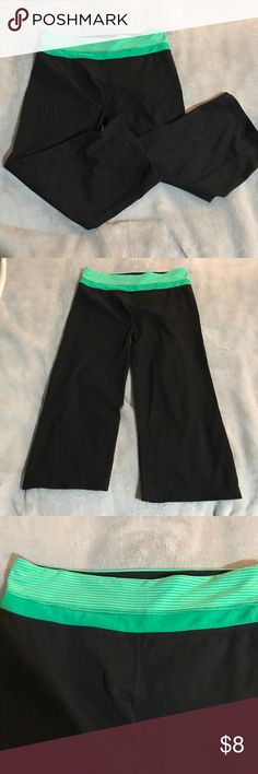 Reversible Capri leggings New with out tags reversible Capri leggings. Cut off the tags but never been worn. Non fitting down towards the knees. Size large. Pants Leggings