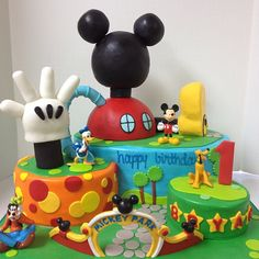 I dont care for the Mickey Mouse theme here, but I love the idea of the 3 different sized cakes being like hills or stepping stones or houses