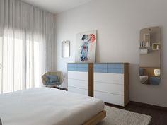 Quarto Colony - Inserido num apartamento de 220m2 em Lisboa o quarto Colony remete-nos para férias, praia e descanso. Possível através da materialidade histórica da madeira em paralelo com os lacados brancos e azuis. www.baobart.pt #decor #decoracao #design #arquitetura #atelier #mobiliario #pecasdecorativas #Portugal #facebook #instagram #pinterest #inspiração #sucesso