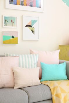 This time we researched pastel room décor ideas for nearly any room of your house. These pastel room décor ideas include from sofas to pillows, linens, and furniture. Pastel Living Room, Cozy Living Rooms, Living Room Interior, Home Living Room, Pastel Decor, Deco Pastel, Pastel Pink, Pastel Colors, Pink Blue