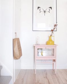 Cute pink painted cabinet in the hallway Furniture Makeover, Home Furniture, Diy Interior, Interior Design, Pink Bedroom For Girls, Hallway Designs, Vintage Room, Beautiful Interiors, Home Living Room